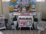 Mesa decorada da Alice nos pais das maravilhas.
