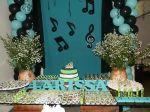festa com notas musicais