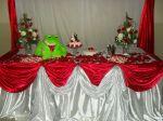 Mesa do bolo em vermelho