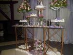 Mesa de vidro em lilás