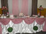 Mesa do bolo estilizada para noivado e chá de bebê nas cores rosa, marrom e branco)