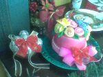 Bolo decorado com pleres em pasta americana