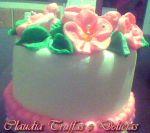 Bolo artistíco com pasta americana e flores em glacê