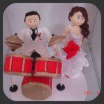 cód:N196 Kesia Estados Unidos .noivo baterista, e noivinha com sapatinho vermelho..