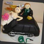 cód:N194 noivo limpando carro, a noiva fez aniversário no dia do casamento.