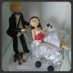 Cód:N207  noivo vascaino levando a noiva no carrinho de compras, e ela não larga a camera.