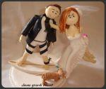 Cód:N235 o noivo é skatista e noiva voando cachorrinho segurando o vestido..