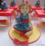 menina com vestido tema galinha pintadinha. cód: 3093