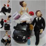 noivo limpando carro e noiva com bolsinhas de compras cód: 326