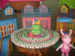 mesa com doces e bombons