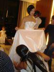 Vestida pelo estilista Kazuo