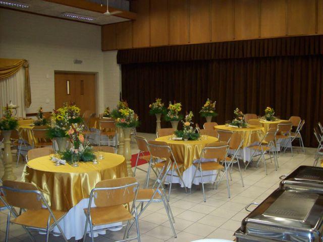 geral da decoração das mesas dos convidados em douradoDoc3CD