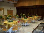 Vista geral da decoração das mesas dos convidados em dourado.Doc.3-CD