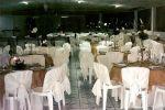 Vista geral da decoração das mesas dos convidados em uma recepção de casamento.Doc.3-BN