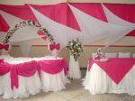 Decoração da mesa principal e, sujestão p/ mesa dos convidados em tons de rosa e branco. Lembrando que a cor pode ser trocada pela sua preferida. Doc.1-T