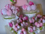 Lembrancinhas artesanais feitas à mão. Simulam delicadas tulipas em peq. vasos. Doc. 1-N
