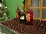 Mesa de licores servidos em copinhos de chocolate. Doc. 3-BK