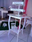 Mesa bolo com torre com dupla bandejas provençais com pés.