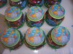 Potinhos com tampa pintada e decorados com 4 bichinhos em eva: macaco, urso, gatinho e elefante. Serve para festa com tema: zoo, fazendinha e arca de noé.