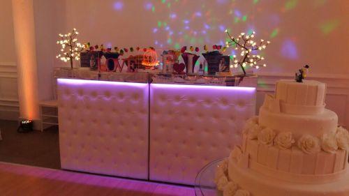 Balcão Capitonê Branco - faixa espelhada - led color - Para todos os tipos de eventos!