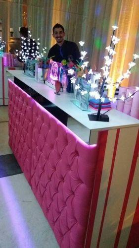 Balcão Capitonê Pink - faixa espelhada - led color - Combina com festas de 15 anos... e também com casamentos! Noivas modernas adoram e estão reservando!