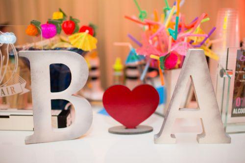 Dispomos de iniciais, corações, entre outros...