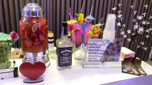Suqueira retrô com água saborizada é a nova tendência em eventos! Além de ser uma delícia, fica lindo!