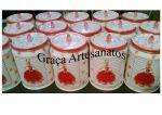 Latas de Pomarola/Tarantela, recicladas. Pintadas com dècoupage e acabamento na tampa com pedra em acrílico.