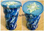 Latas de Nescau torcida, pintura em verniz vitral e tampa decorada com biscuit.