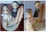 Noivos em biscuit para topo de bolo de casamento.