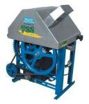 MOENDA DE CANA B728 (cod.M07)  PREÇO:  R$1.453,00 (com rolos de Ferro) R$1.604,00 (com rolos de Inox) Produz até 40 litros por hora. Com motor 2 cv