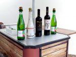Food bike com caixa térmica para exposição e degustação de vinhos.