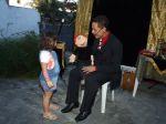 Um show de Ventriloquia onde o Mágico Mr. Fíni chama as crianças para conversar com boneco Chiquinho.