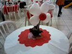 Vaso de flor feito com bexigas.