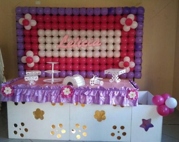 clean com painel de balões e nome  Fazemos para menina e meninoPara