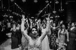 Noiva jogando o bouquet - Rosana & Felippe 18/07/2015 - Foto Maíra Erlich