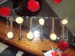 Colher de pau de chocolate com beijinho.