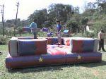 LUTA DE COTONETES - Tamanho 4,50m x 4,50m - Colchão inflável com proteção lateral - Suporta crianças e adultos