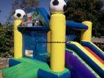 BALÃO PULA PULA COM TOBOGÃ (tema esportes)- Tamanho 3,40m (C) x 4,00m (L) x 2,50m (A) - Suporta crianças até 8 anos