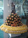 Bem casados c/ decoração em flores amarelas.
