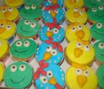 cupcake da turma da galinha pintadinha.