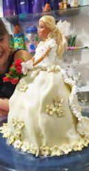bolo boneca com saia de noivinha