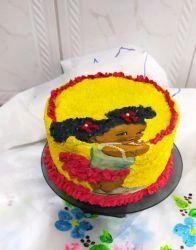 bolo decorado com papel arroz a bonequinha