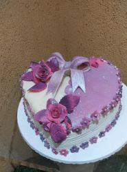 bolo coração com pasta americana.