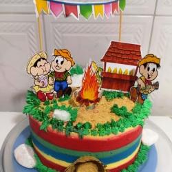 bolo decorado festa junina.A turma da monica.