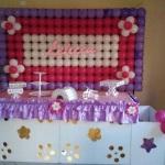 Decoração clean com painel de balões e nome .  Fazemos para menina e menino. Para aniversário e chá de bebê