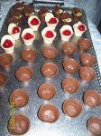 copinhos variados, mousse de chocolate branco c/ cereja e mousse de maracujá