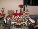 Mesa de comida japonesa do Forró de Noivas