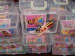 Maletinha Princesas com lápis de cor pequeno 12 cores e bloquinho personalizado, embalados com laço: 10,00 a unid.