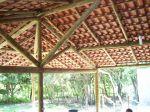 quiosque todo em madeira rústica tratada coberto c/ telhas americanas